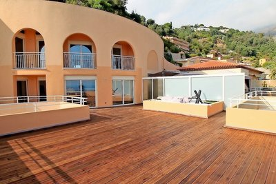 - 3 rooms - 140 m²