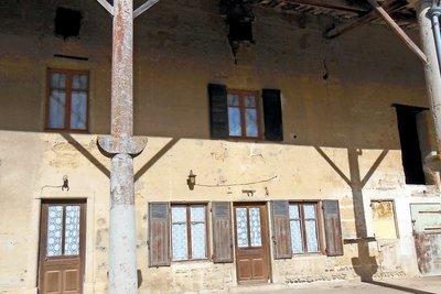 Maison à vendre à MONTLUEL   - 300 m²