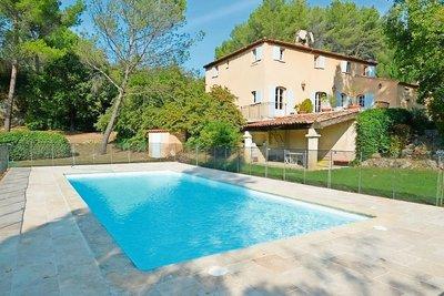 Maison à vendre à LE THOLONET  - 10 pièces - 293 m²