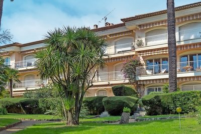 Apartment for sale in BEAULIEU-SUR-MER  - 5 rooms - 155 m²