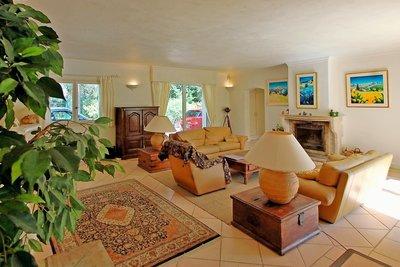 Maison à vendre à TOURRETTES-SUR-LOUP  - 5 pièces - 200 m²