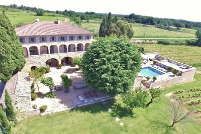 Maison à vendre à UZES  - 15 pièces - 700 m²