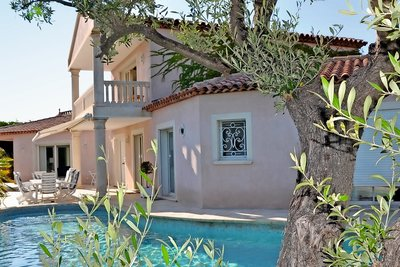 Maison à vendre à SANARY-SUR-MER   - 253 m²