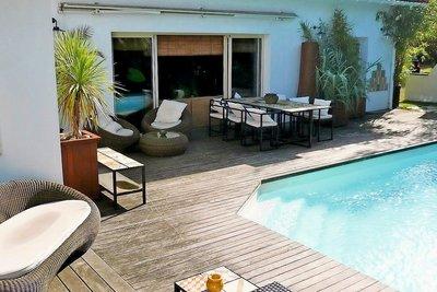 House for sale in LA TESTE-DE-BUCH  - 6 rooms - 200 m²