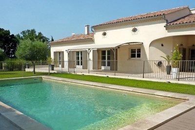 Maison à vendre à EYRAGUES  - 6 pièces - 200 m²