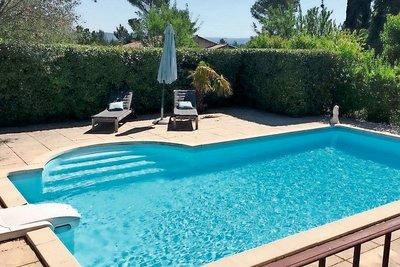 Maison à vendre à ST-ESTEVE-JANSON  - 6 pièces - 165 m²