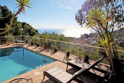 Maison à vendre à LA TURBIE  - 6 pièces - 180 m²