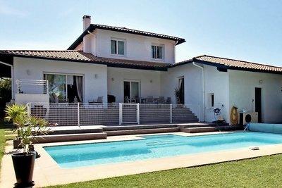 - 6 rooms - 305 m²