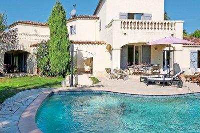 Maison à vendre à ST-PAUL-DE-VENCE  - 6 pièces - 300 m²