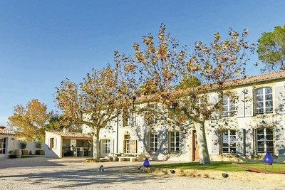 Maison à vendre à PELISSANNE  - 10 pièces - 300 m²