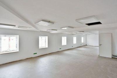 - 74 m²