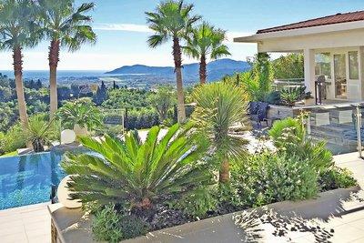 Maison à vendre à LA ROQUETTE-SUR-SIAGNE  - 7 pièces - 305 m²