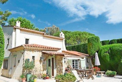 Maison à vendre à MOUANS-SARTOUX  - 6 pièces - 200 m²