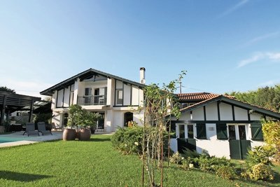 House for sale in URRUGNE  - 8 rooms - 320 m²