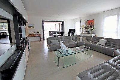 Apartment for sale in AIX-EN-PROVENCE EST - 5 rooms - 140 m²