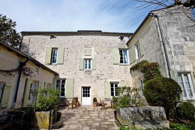 Maison à vendre à SAINTES  - 8 pièces - 290 m²