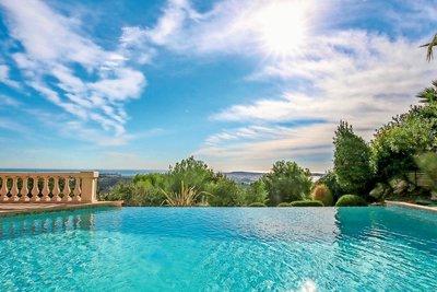 Maison à vendre à ANTIBES  - 6 pièces - 245 m²