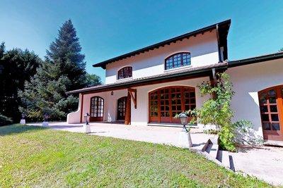 Maison à vendre à ST-GENIS-POUILLY  - 8 pièces - 255 m²