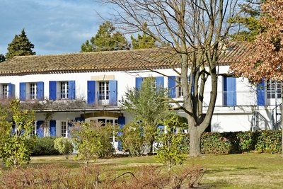 Maison à vendre à SENAS  - 10 pièces - 486 m²