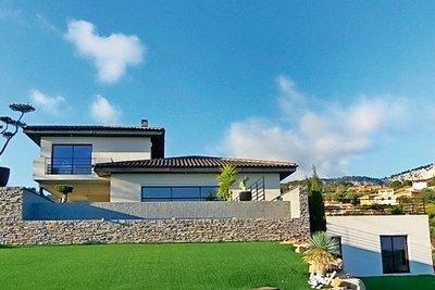 Maison à vendre à OLLIOULES  - 9 pièces - 300 m²