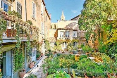 Maison à vendre à SALON-DE-PROVENCE  - 8 pièces - 273 m²