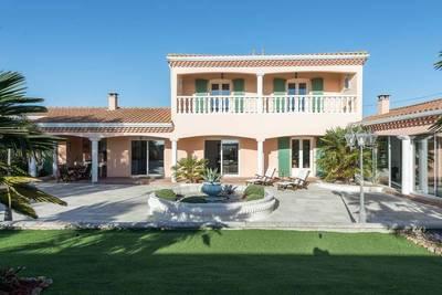 Maison à vendre à CROIX CHAPEAU  - 6 pièces - 234 m²