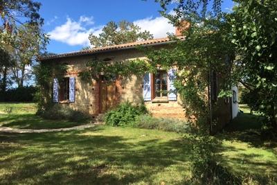 L ISLE JOURDAIN - Houses for sale