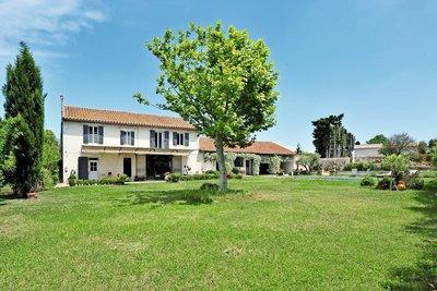 Maison à vendre à EYRAGUES  - 9 pièces - 313 m²
