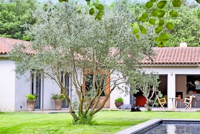 House for sale in AIX-EN-PROVENCE  - 6 rooms - 195 m²