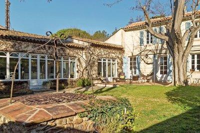 Maison à vendre à SIX-FOURS-LES-PLAGES  - 9 pièces - 190 m²