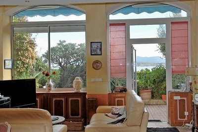 Apartment for sale in SANARY-SUR-MER  - 3 rooms - 86 m²