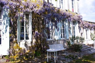 Maison à vendre à LA GRIPPERIE ST SYMPHORIE  - 13 pièces - 500 m²