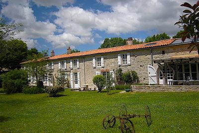Maison à vendre à ST CHRISTOPHE  - 9 pièces - 400 m²