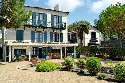 - 10 rooms - 306 m²