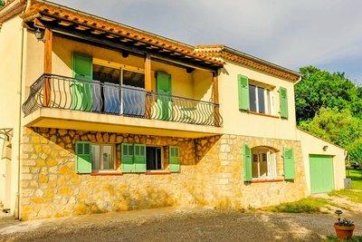 Maison à vendre à CHATEAUNEUF-DE-GRASSE  - 5 pièces - 172 m²