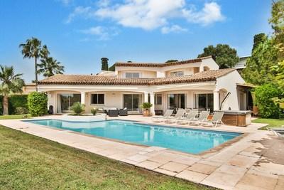 Maison à vendre à CAP D'ANTIBES  - 5 pièces - 180 m²