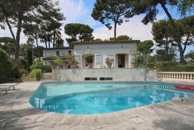 Maison à vendre à CAP D'ANTIBES  - 6 pièces - 300 m²