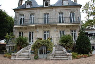 Maison à vendre à JARNAC  - 10 pièces - 360 m²