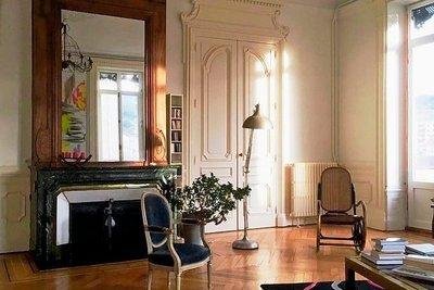 - 5 rooms - 221 m²
