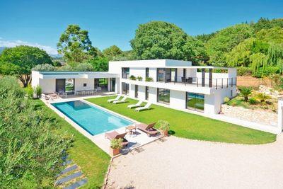 Maison à vendre à MOUANS-SARTOUX  - 6 pièces - 300 m²