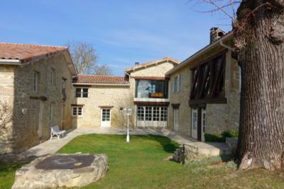 Maison à vendre à immobilier ST BARDOUX  - 7 pièces - 261 m²