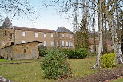 Maison à vendre à MONCASSIN  - 20 pièces - 550 m²