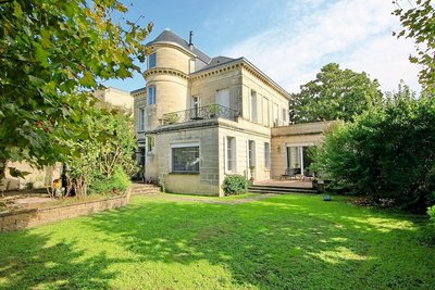 House for sale in BORDEAUX  - 7 rooms - 300 m²