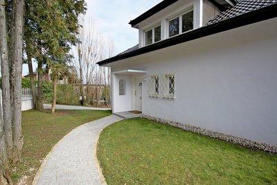 Maison à vendre à DIVONNE-LES-BAINS  - 5 pièces - 160 m²
