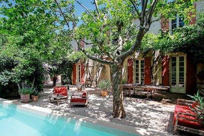 Maison à vendre à MOURIES  - 9 pièces - 284 m²