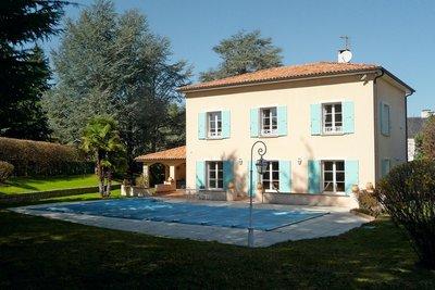 - 8 rooms - 230 m²