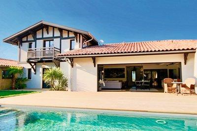 House for sale in LA TESTE-DE-BUCH  - 6 rooms - 190 m²