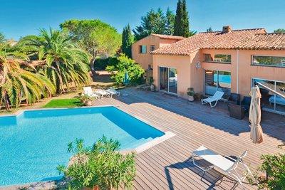 Maison à vendre à MOUANS-SARTOUX  - 6 pièces - 210 m²