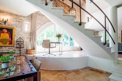 - 20 rooms - 500 m²