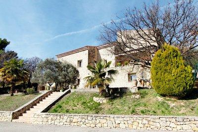 Maison à vendre à CERESTE  - 10 pièces - 400 m²